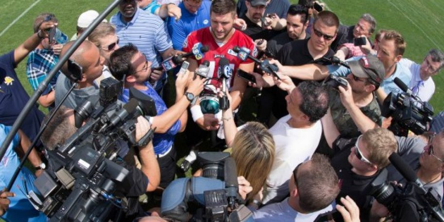 Tim Tebow Officially Signs With Jaguars As Tight End